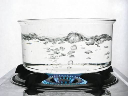 heat convection taking place in boiling of water in glass vessel