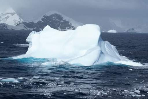 iceberg showing thermal equilibrium with water